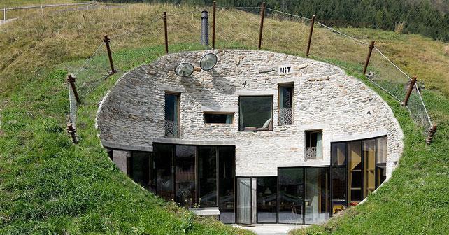 Villa vals una casa scavata nella montagnagreenbuillding for Piani di casa di roccia del fiume