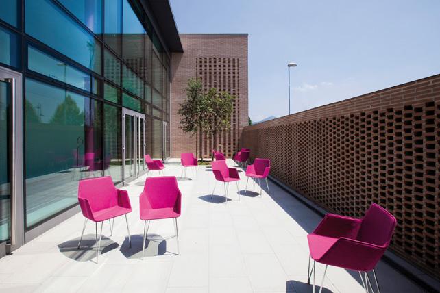 Nuova scuola primaria, il patio minerale interno, Cenate Sotto (BG).