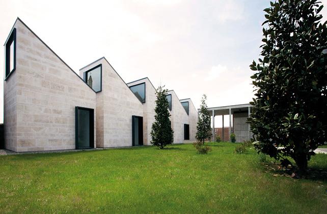 Ampliamento del cimitero comunale, edicole private e giardino di magnolie, Tavazzano con Villavesco (LO).