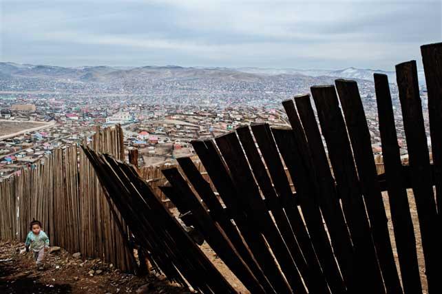 Alessandro Grassani, Environmental migrants: the last illusion. Ulaan Baator, Mongolia #01, 2011