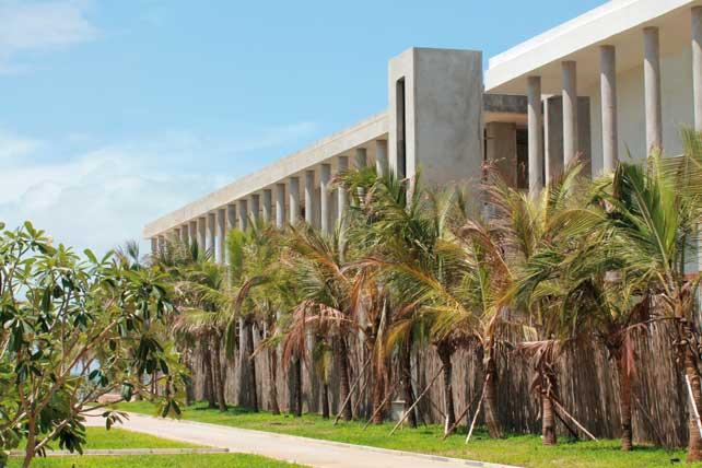 Galleria sul retro, elemento distributivo per gli appartamenti, percorso pedonale protetto e schermato dal verde.