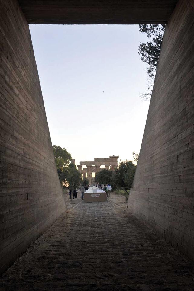 Vista del tempio di Hera dal canocchiale prospettico del vecchio ingresso al parco ripristinato per l'occasione.