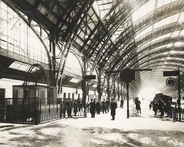 Galleria Stazione di Milano Centrale, 1935. Fondazione Ferrovie dello stato.
