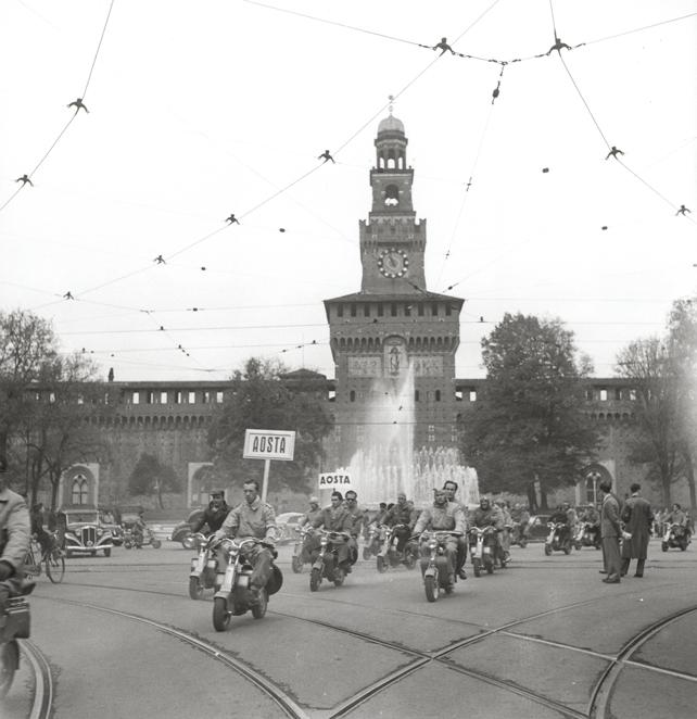 Raduno di lambrette a Castello Sforzesco, Museo dello Scooter e della Lambretta.