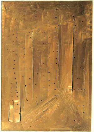 Lucio Fontana, Concetto Spaziale, New York Grattacielo, 1962. Rame con tagli, buchi e graffi (82x57 cm), Collezione privata, ph. Paolo Vandrasch.