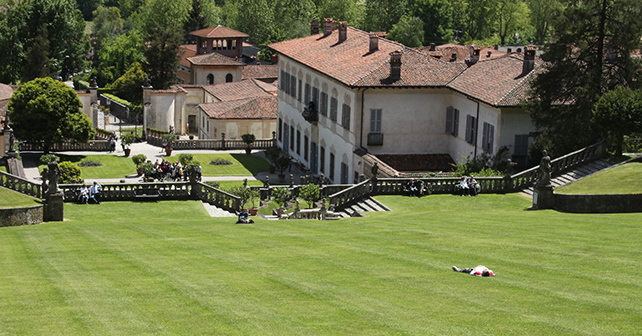 ROSE DI MAGGIO, Villa Della Porta Bozzolo (VA). Foto © Paolo Barcucci