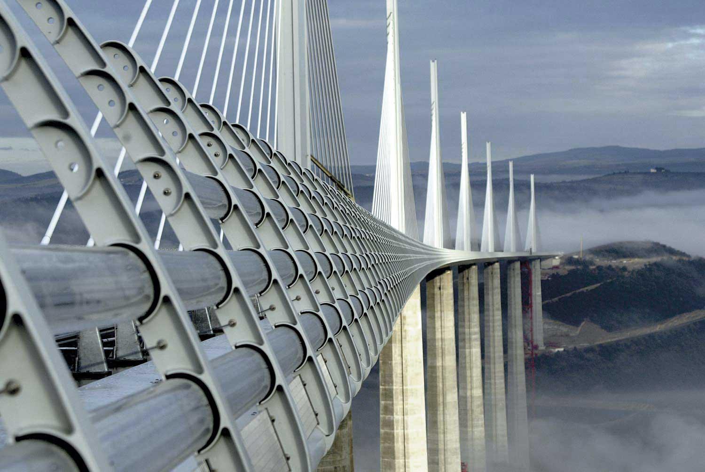 Millau Viaduct, Millau, Francia, 2004. Foster + Partners. Ph. © Jean-Philippe Arles, Reuters, Millau